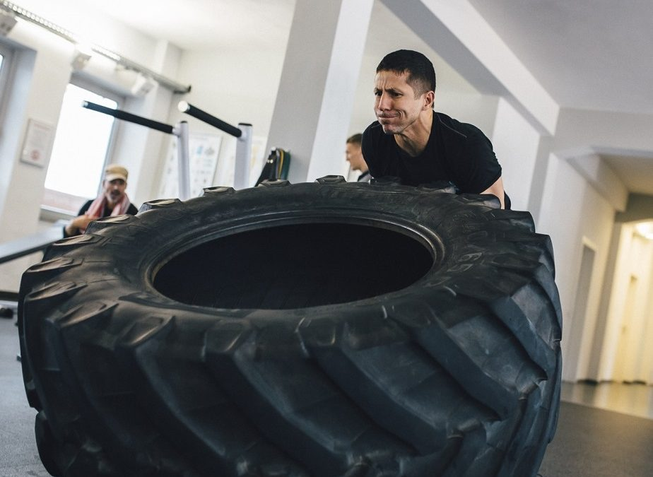 STRONG, LEAN & FIT: DIE MULTIPLEN VORTEILE VON MODIFIED STRONGMAN TRAINING.